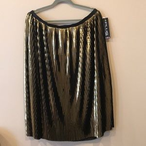 Dresses & Skirts - Gorgeous plus size black n gold pleated skirt 2x
